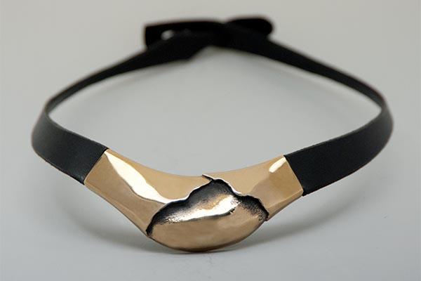 Collar en bronce de Poul Havgaard